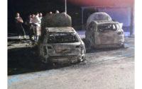 Paura nella notte sul lungomare di Scilla: due auto prendono fuoco