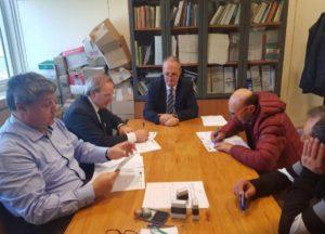 Un momento della firma delle convenzioni con i pescatori