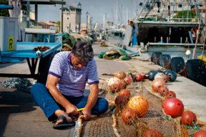 riparazione-rete-da-pesca